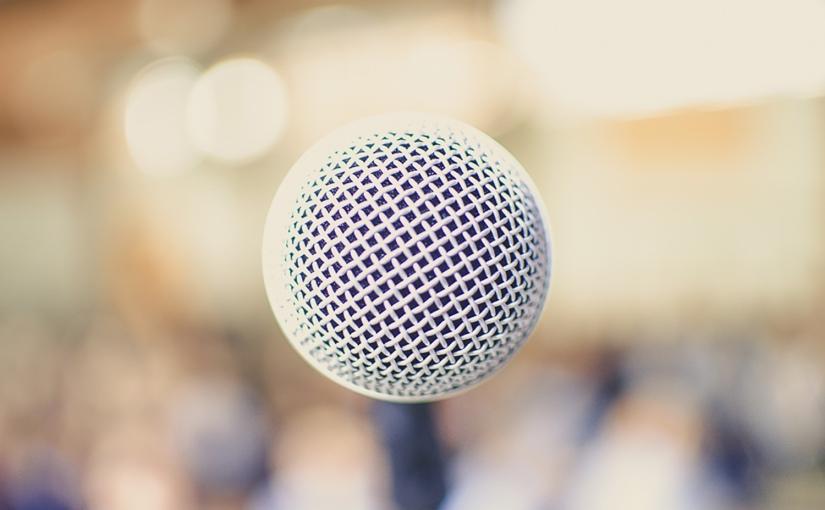 Sprechen am Mikrofon